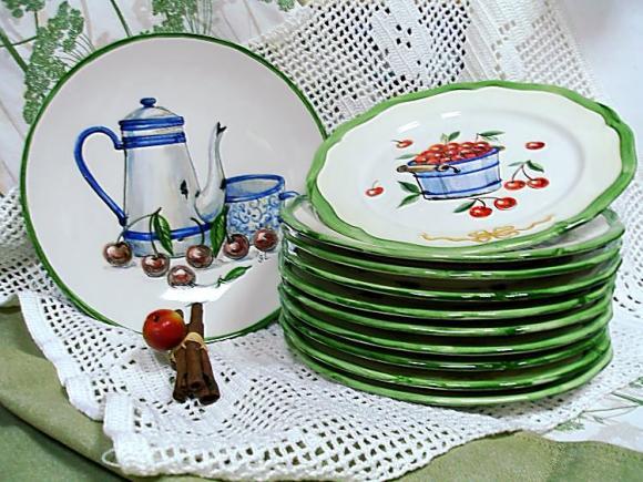 """Набор тарелок """"Эмалированная посуда""""."""